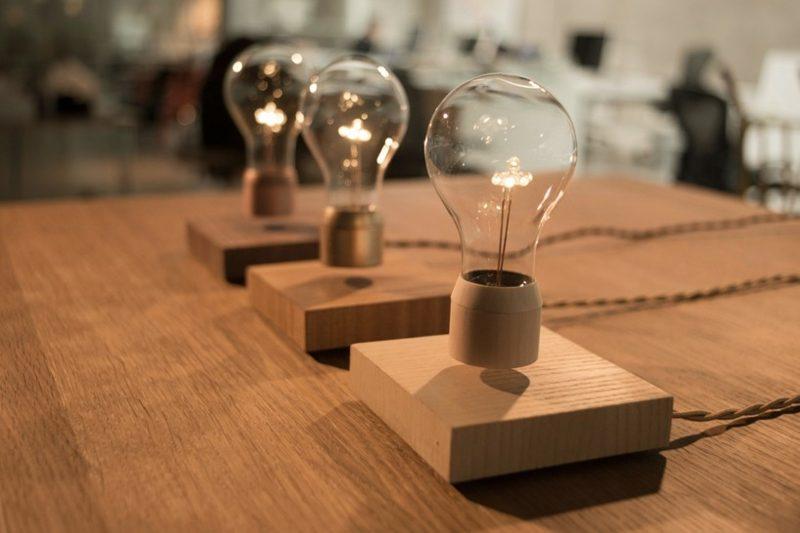 Lampe Glühbirne kabellos futuristischer Look