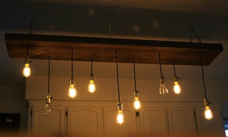 Lampe Glühbirne Decke hängend Küche