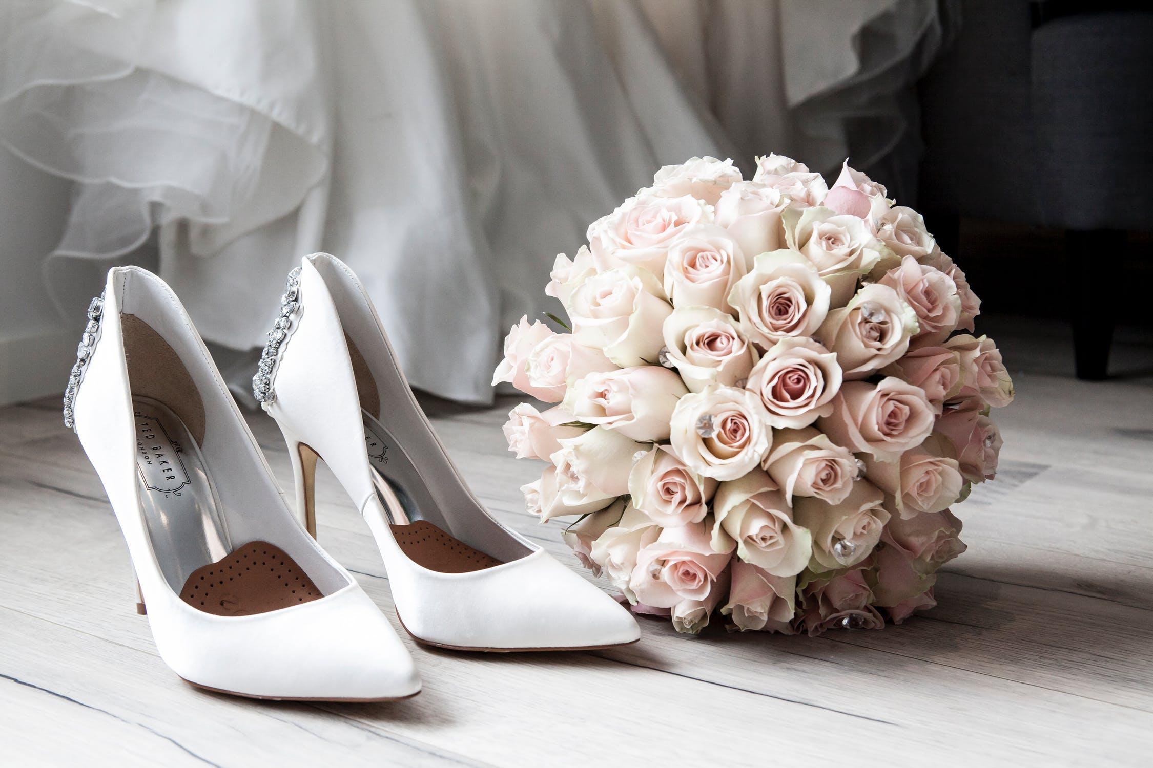 Brautschuhe - flach oder mit hohen Absätzen?