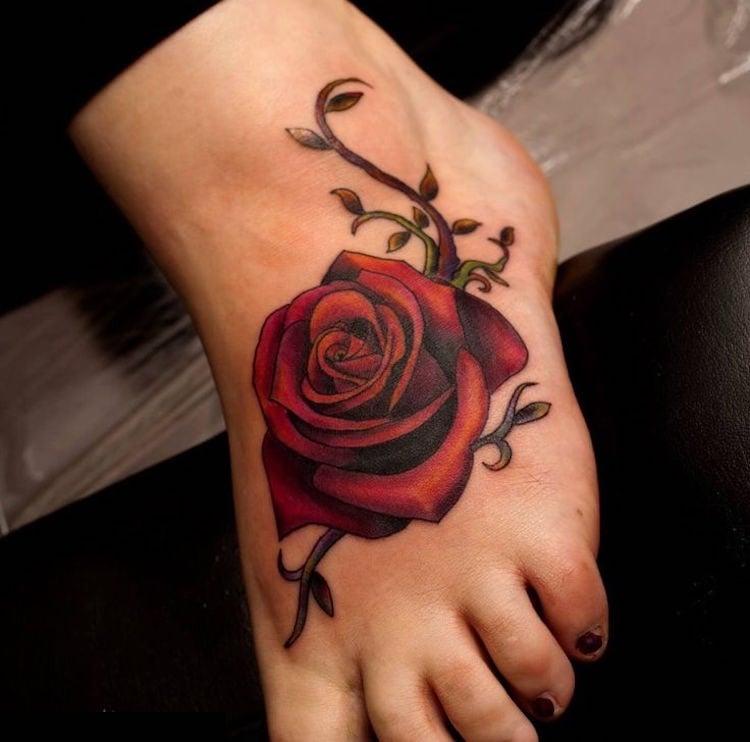 Tattoo Ranke Fuß rote Rose