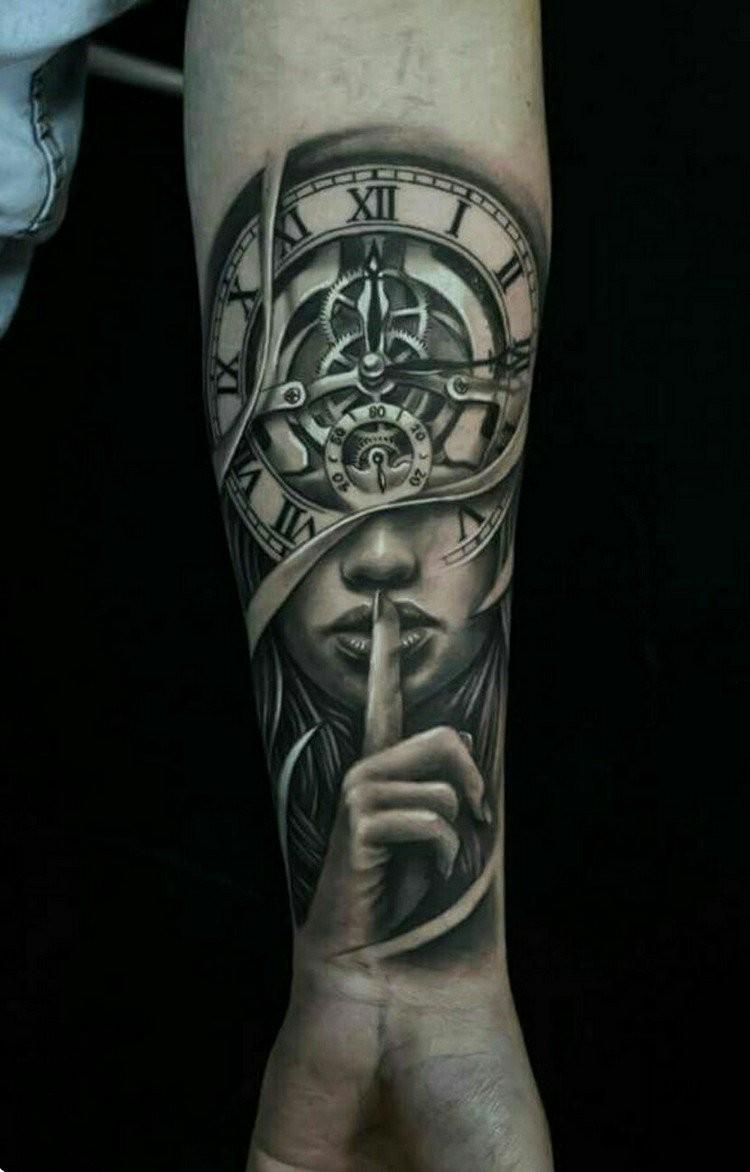 coole Tattoos für Männer Frau Uhr