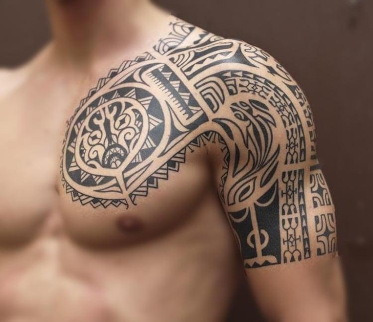 coole Tattoos für Männer Maori Brust Arm