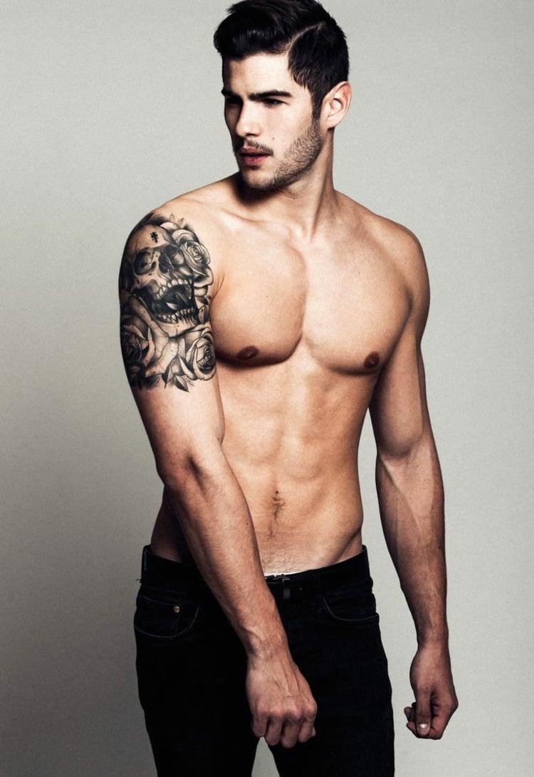 coole Tattoos für Männer Totenkopf