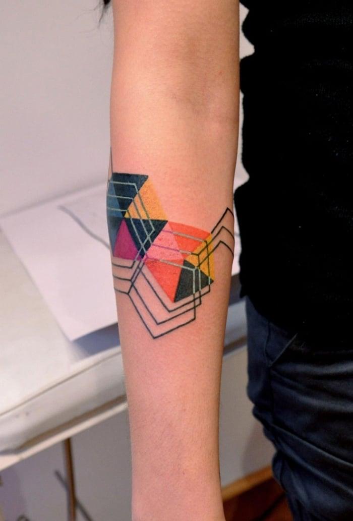 coole Tattoos für Männer geometrisch farbig