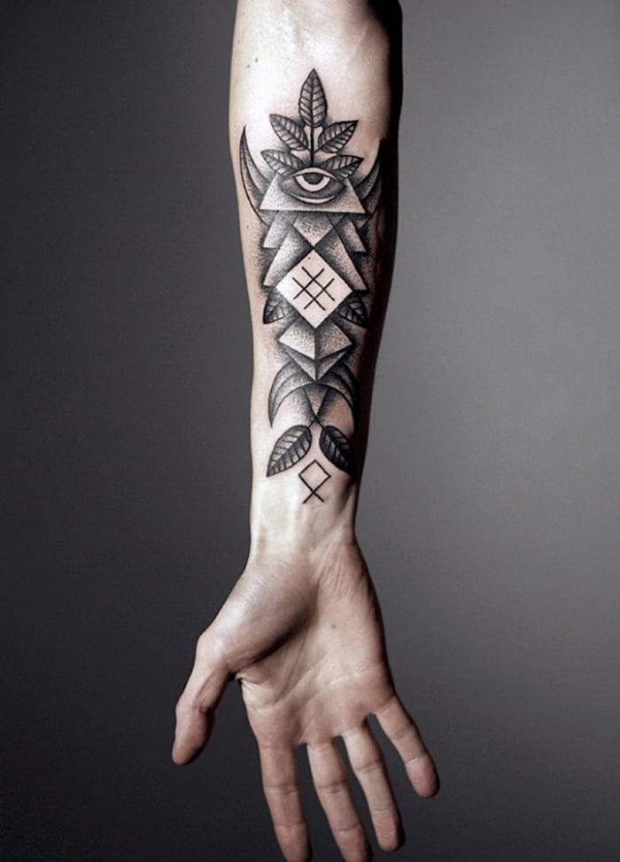 coole Tattoos für Männer geometrisch allwissende Auge