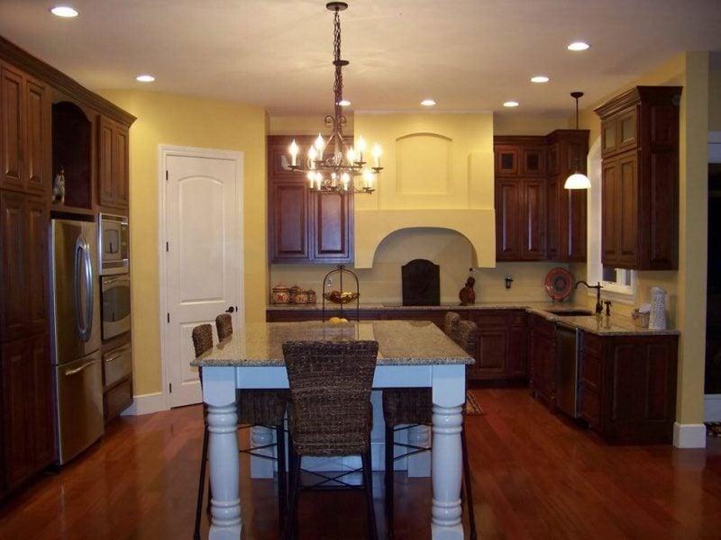Küche Wandfarbe Weiß pastelliges Gelb