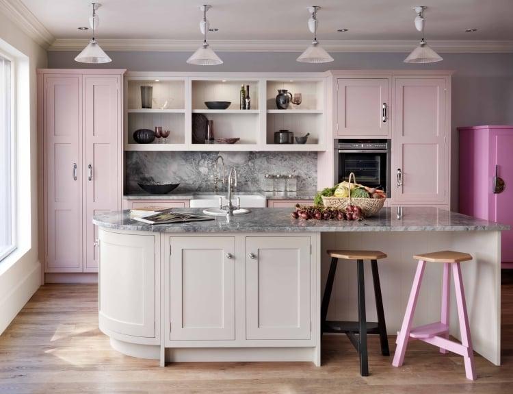 Küche Wandfarbe Grau Akzente Pastelllila
