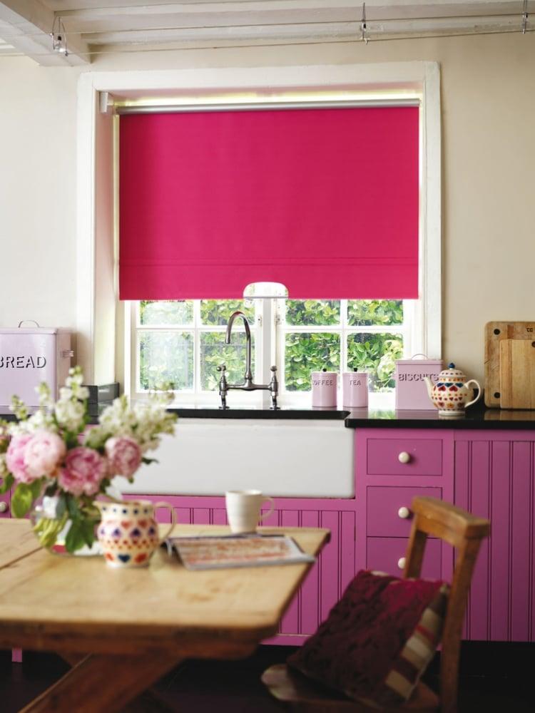 Küche Wandfarbe Creme Akzente Pink Violett