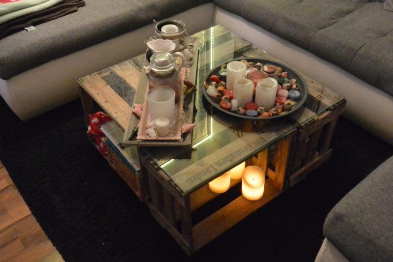 Tisch aus Weinkisten DIY stilvoll Glasplatte Kerzen