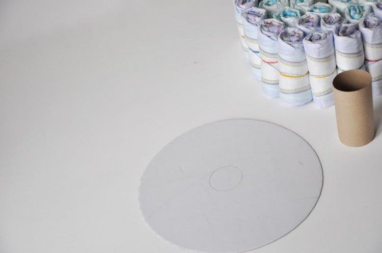 Pamperstorte basteln Grundlage Karton