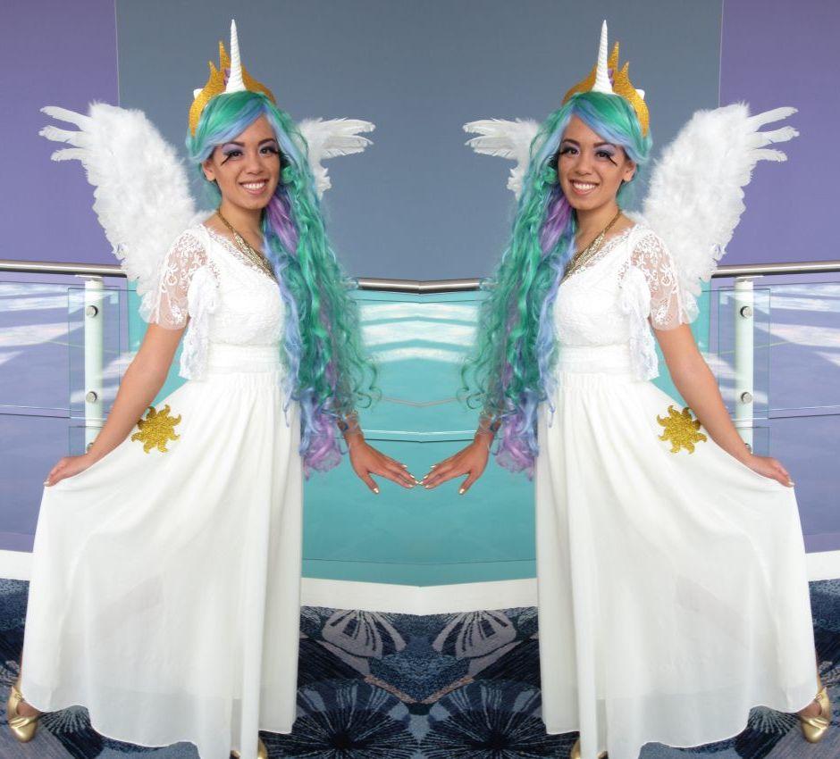 Einhorn Kostüme mit blauen Haaren und weißen Flügel
