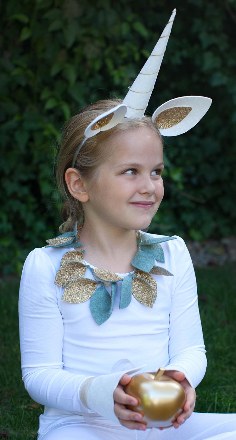 Einhorn Kostüm mit goldenen Ohren