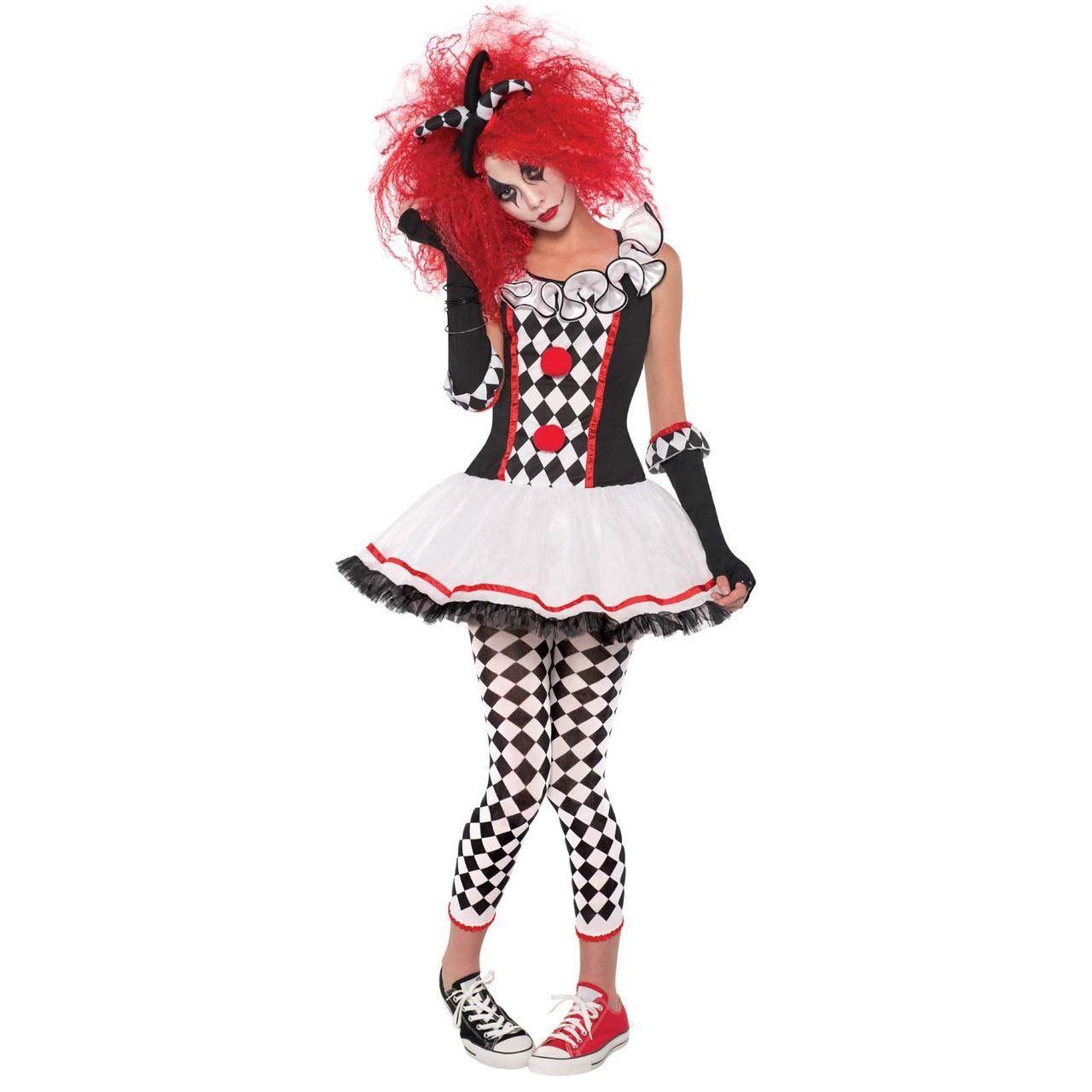 Kostüm Harley Quinn mit einer roten Perücke