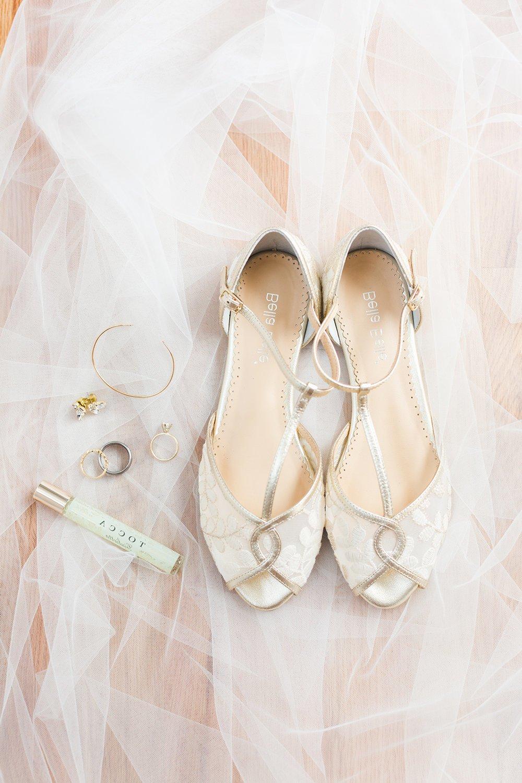 Auch flache Hochzeitsschuhe haben ihre Vorteile