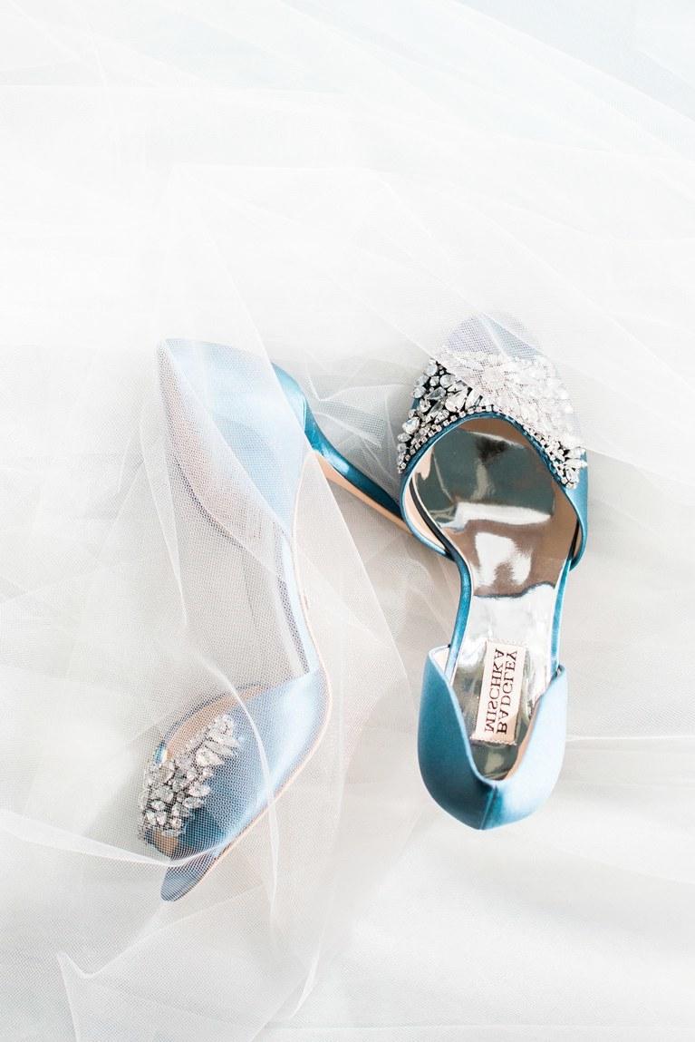 Wie wäre es mit zwei Paar Schuhen?