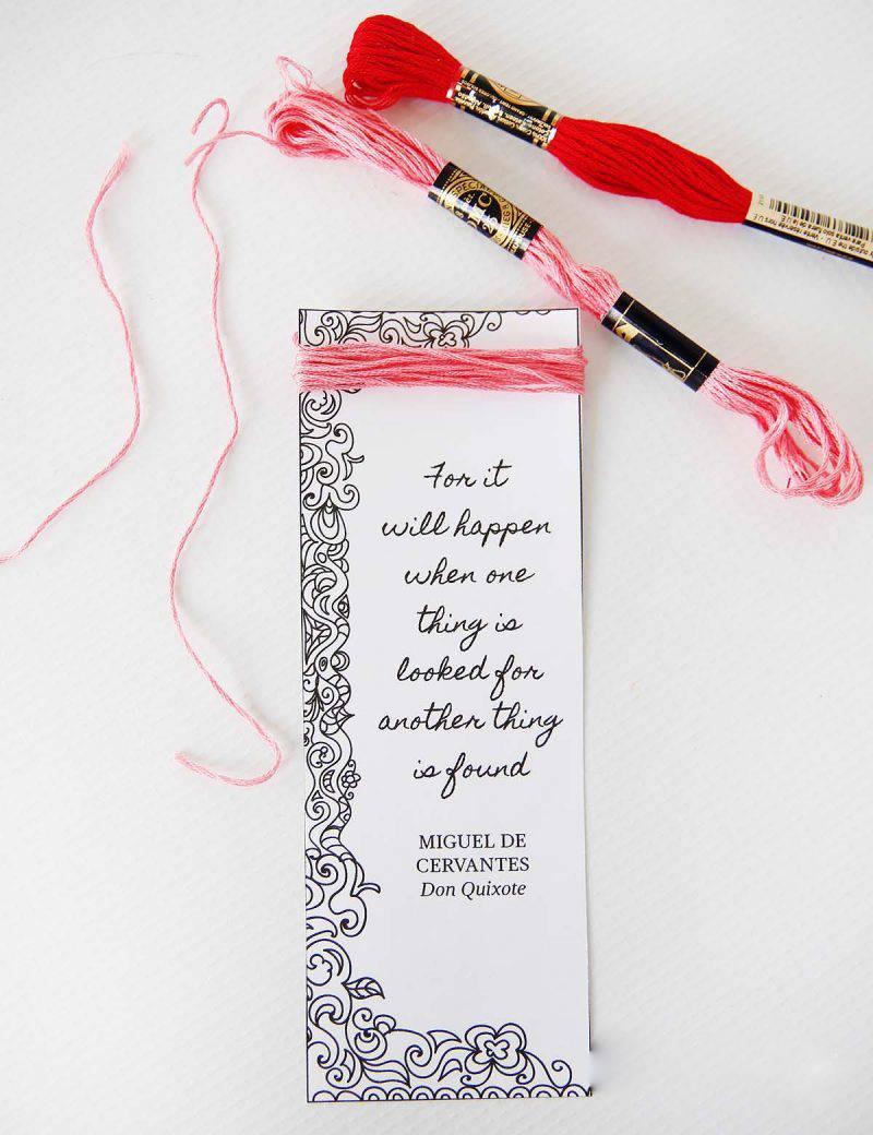 Lesezeichen basteln und mit Faden und Valentinstag Sprüche dekorieren
