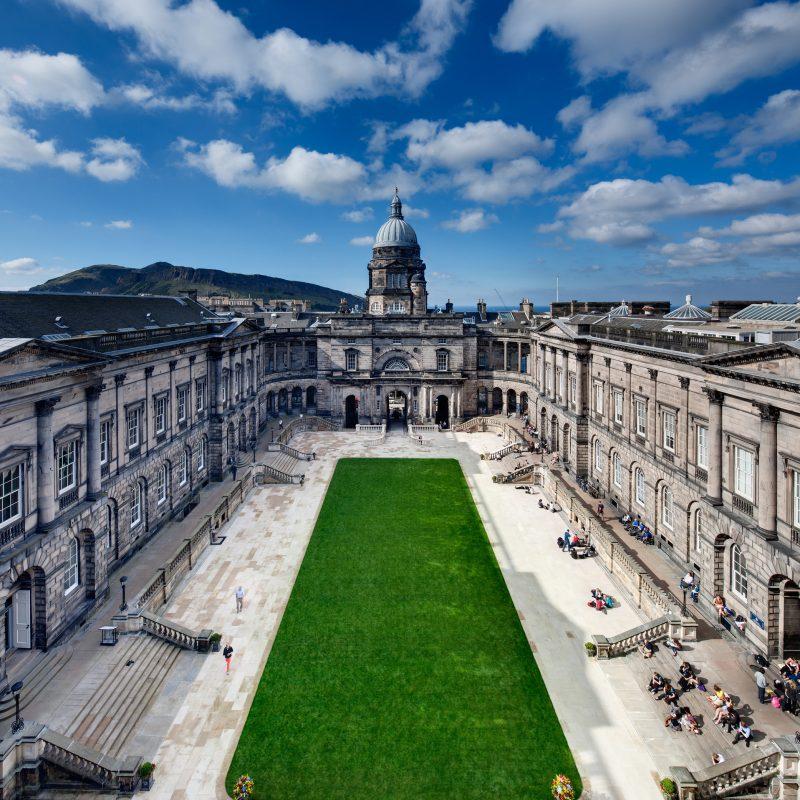 Städtetrip Europa: Das Universität in Edinburgh