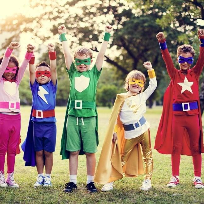 Superhelden Kostüm selber machen für Kinder mit T-shirt