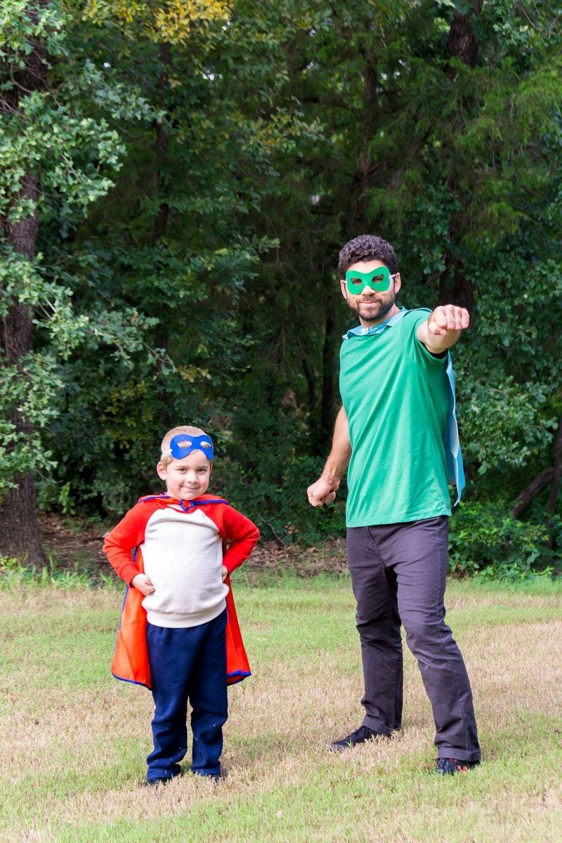 Superhelden Kostüm selber machen für Vater und Sohn