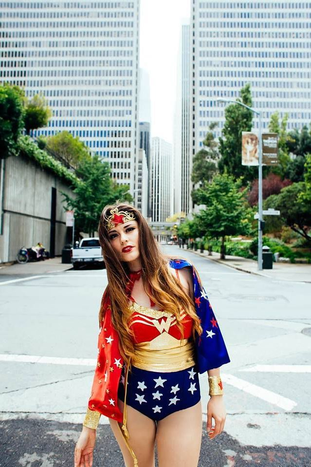 Superhelden Kostüm selber machen für Damen