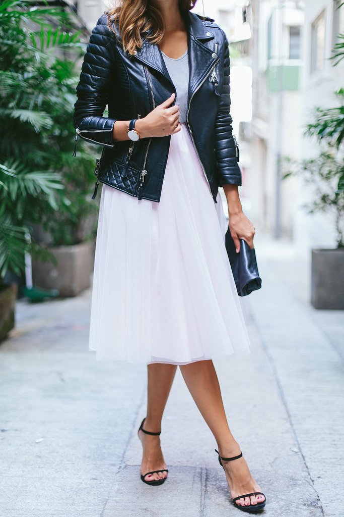 Tüllrock mit Lederjacke ist einen Spitzenreiter für die Damen aus der großen Stadt