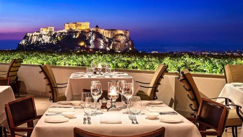 Günstige Urlaubsziele 2019: Athens und Standpunkt für Dinner
