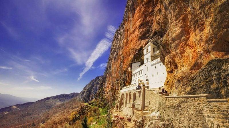 Top Urlaubsziele 2019: Kirche in den Felsen in Montenegro