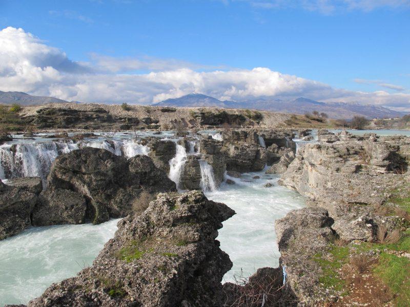 Urlaubsziele 2019: Wasserfall in Montenegro