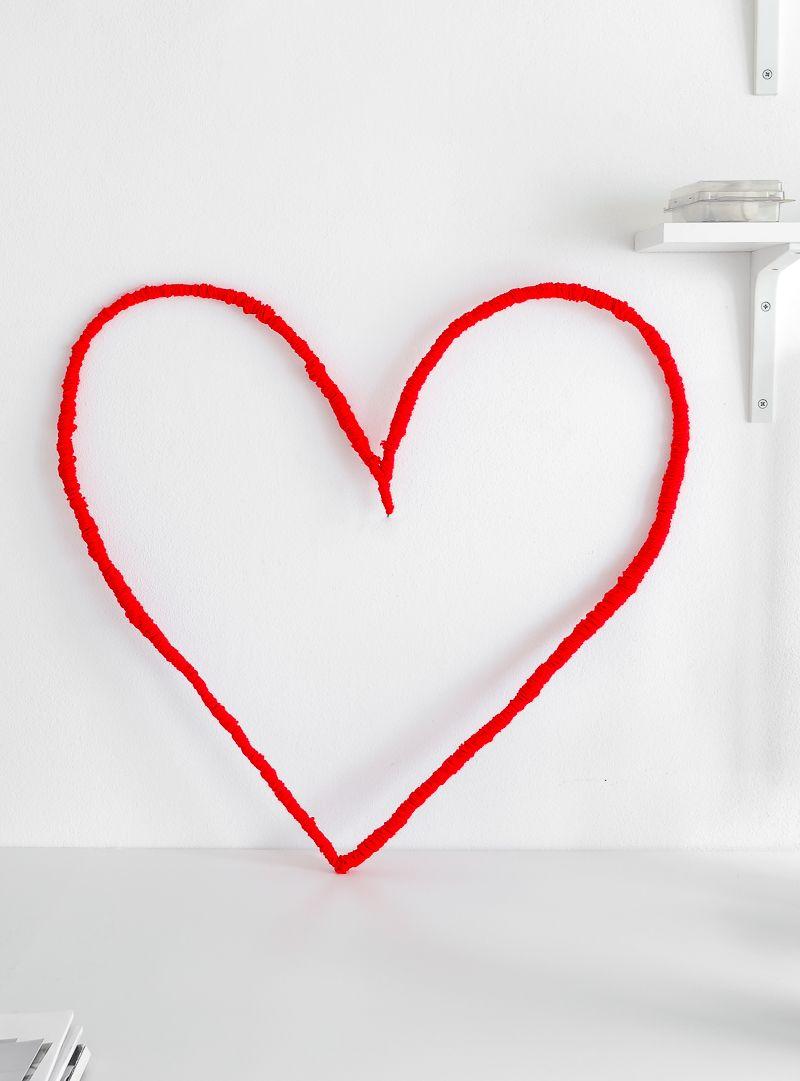 Valentinstag Wanddeko selber machen Herzdeko