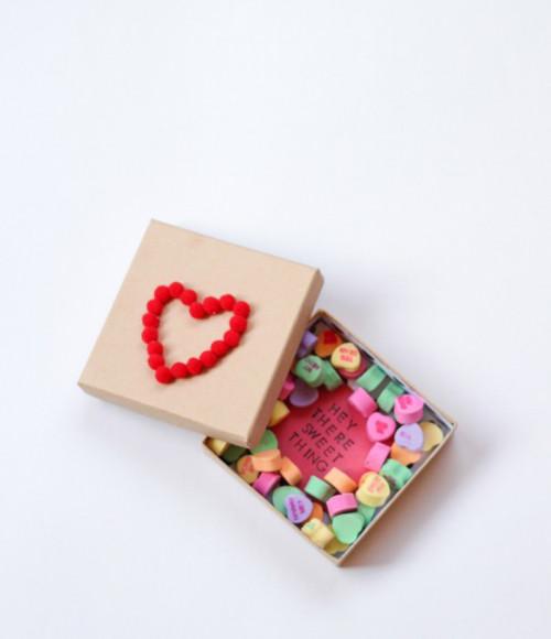 Süße Überraschung mit einer romantischen Nachricht