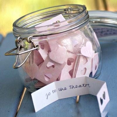 Valentinstag Geschenk selber basteln: Glas voll mit Liebe