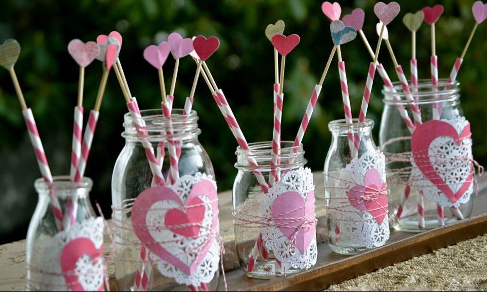 Valentinstag Geschenk selber basteln: Glässer mit Herzen
