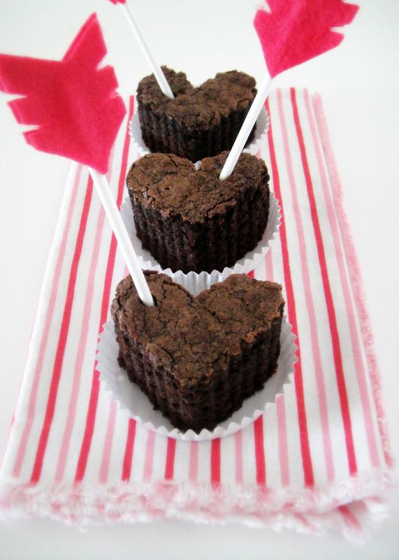 Herzkuchen backen für deinen Partner und romantisch dekorieren