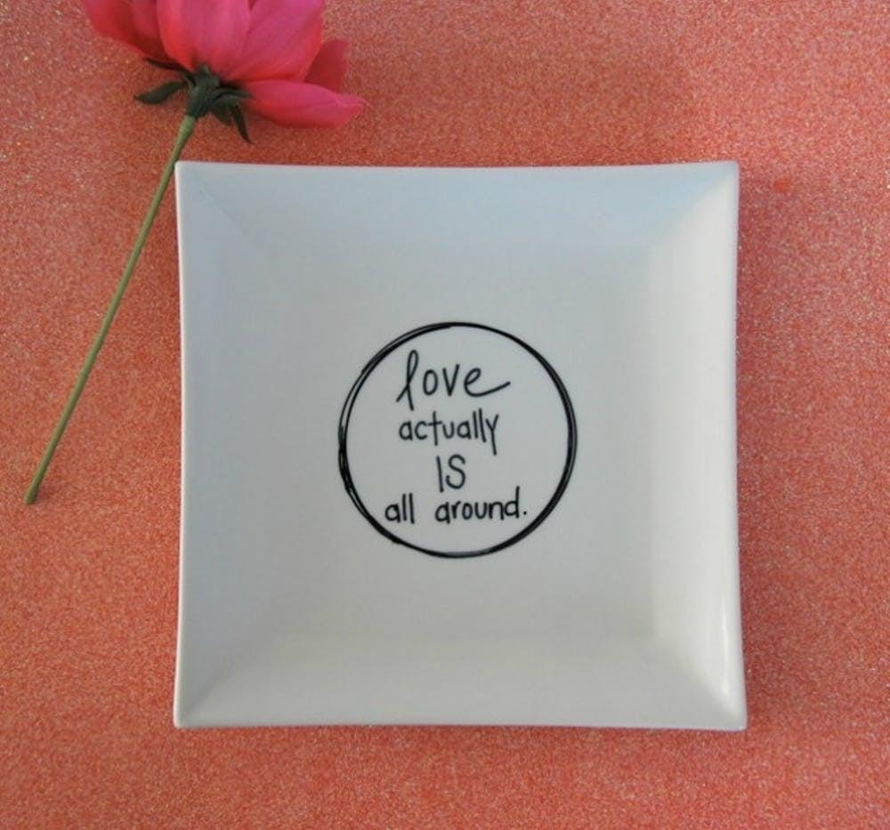 Teller mit einer Nachricht basteln zum Valentinstag
