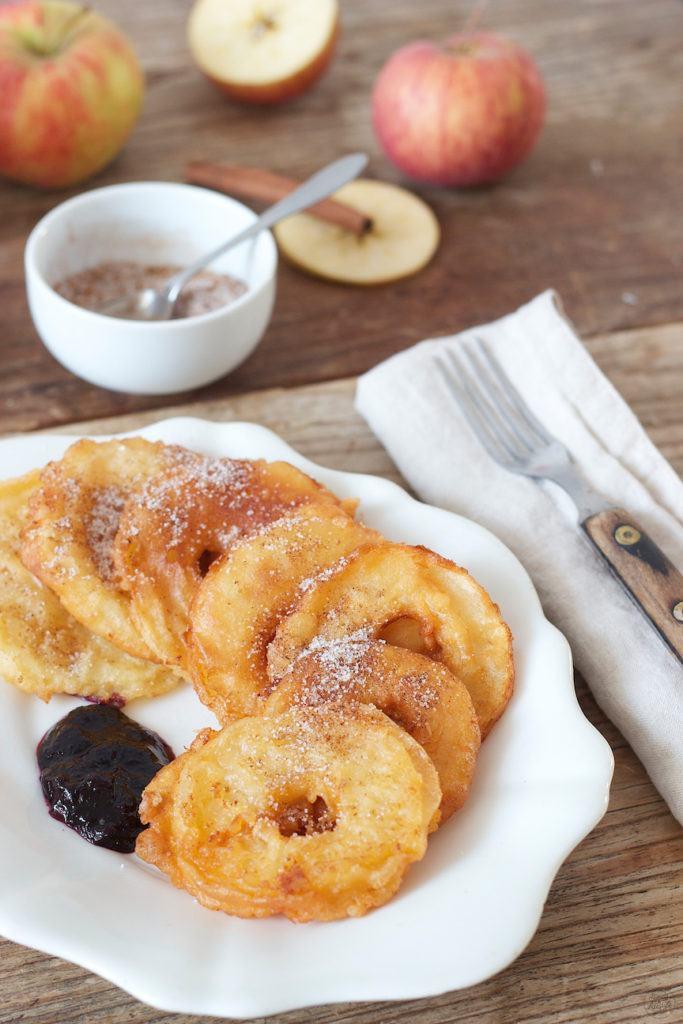 gesunde Donuts Apfelringe in Teig