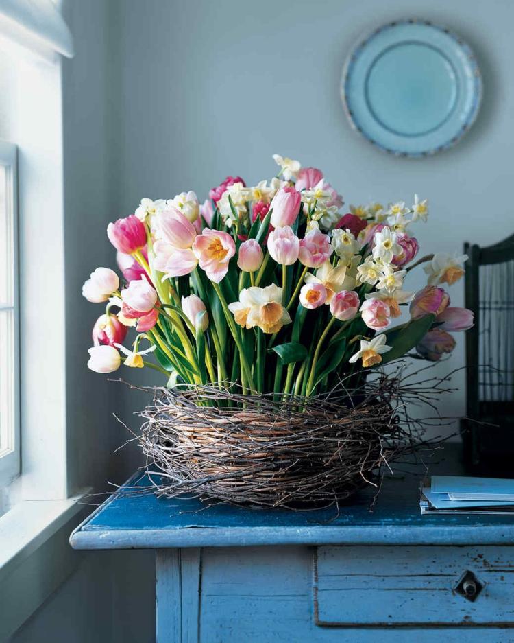 Blumengesteck Korb Tischdeko Frühling