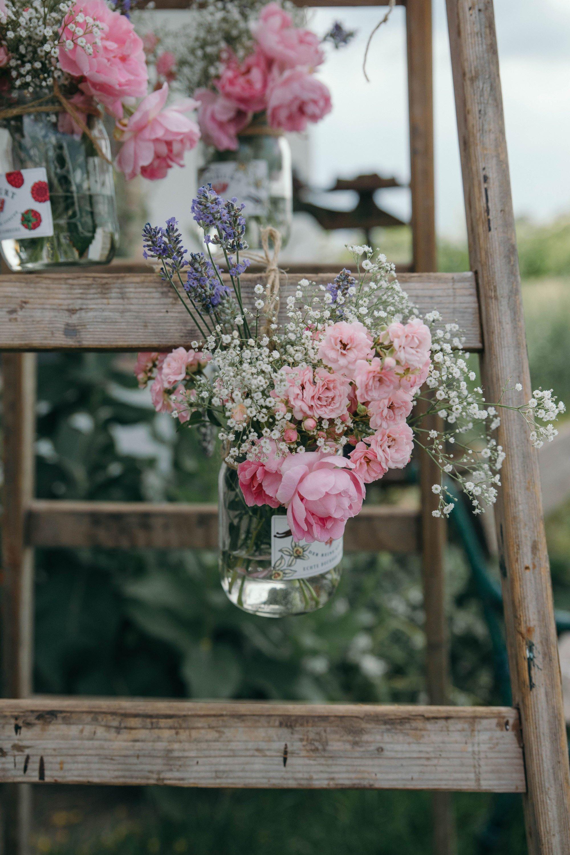 Blumenbehälter aufhängen Leiter