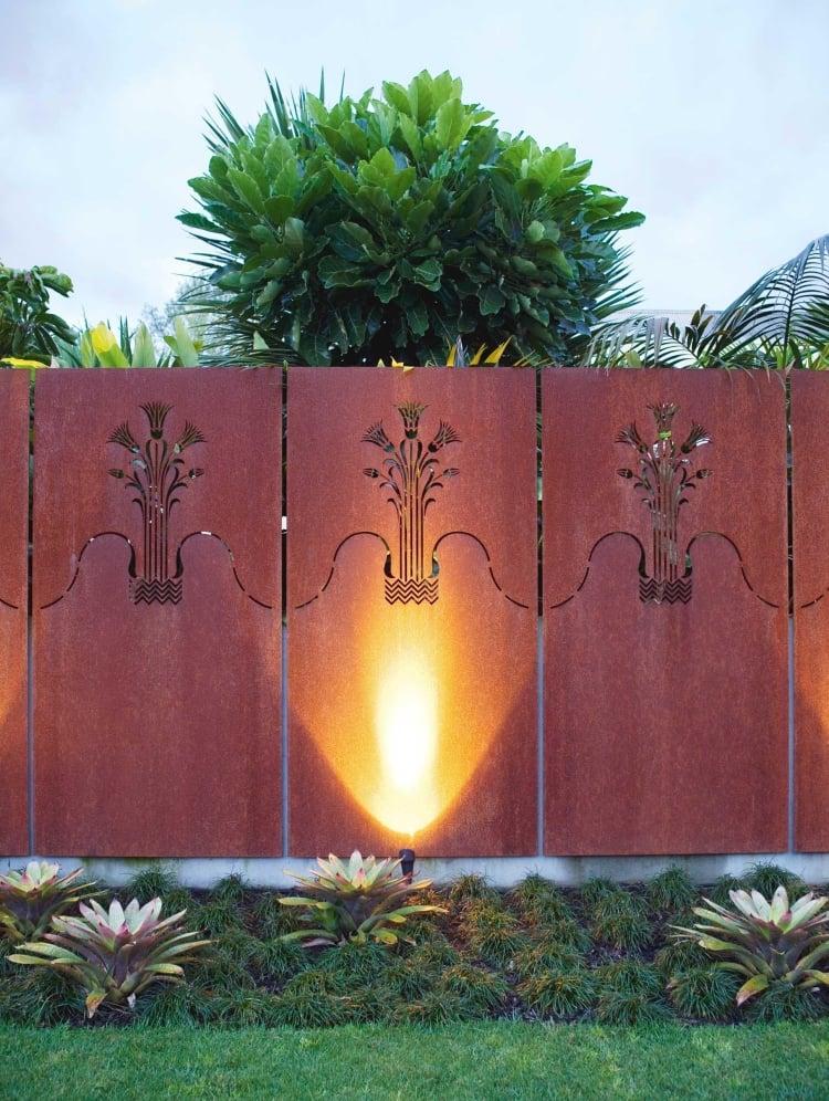 Sichtschutzzaun Metall Cortenstahl dekorativer Look