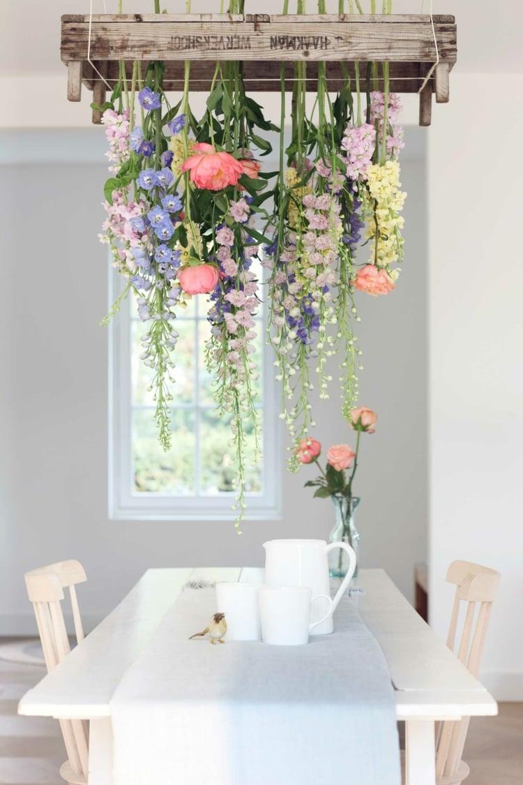 Deko mit Blumen Essbereich Tisch herrlicher Look