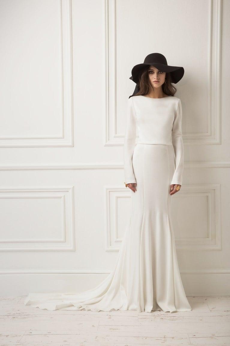 Hochzeitskleid mit Boot Ausschnitt eleganter Hut