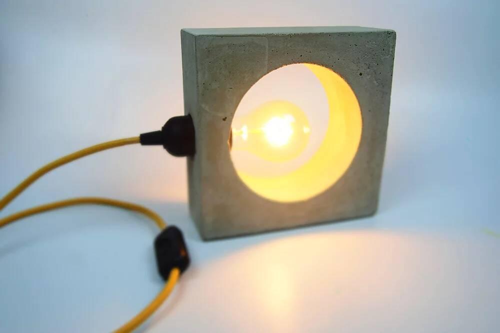 Betonlampe DIY - Fassung und Anschlusskabel montieren