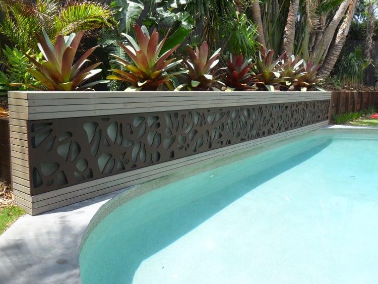 Schwimmbad Sichtschutz Metall Pflanzen