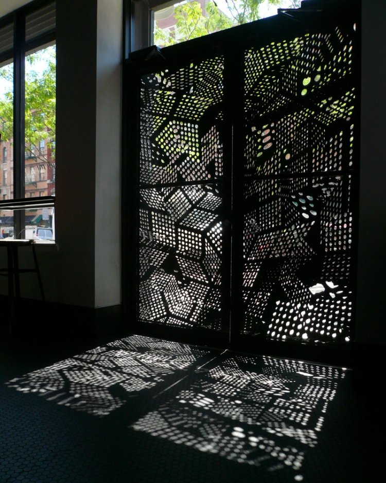 Gartentür aus Stahl blickdicht Schatten