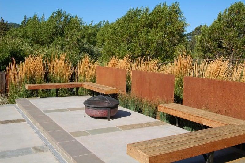 Sichtschutz Sitzecke im Garten Profilen Cortenstahl