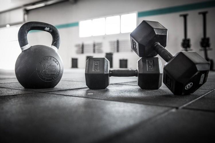 Crossfit Übungen Hantel Gewichte heben