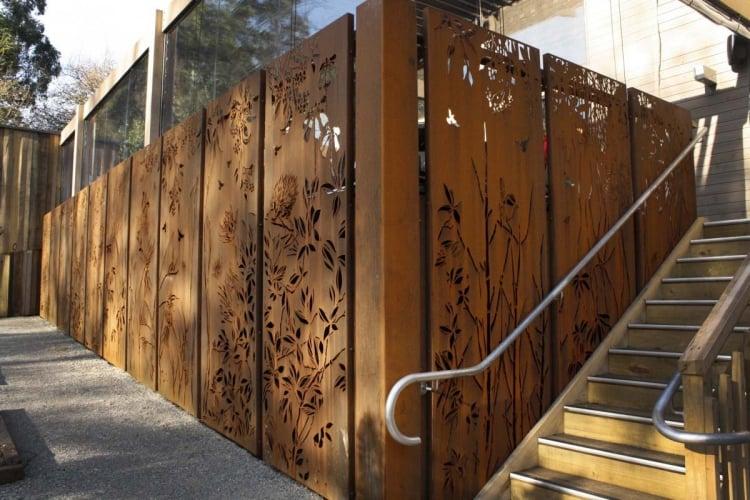 Sichtschutz im Garten Profilen Cortenstahl Treppe