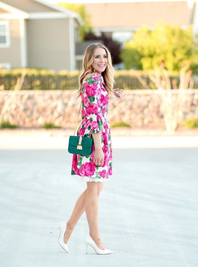 Perfekt für den Frühlingstyp ist Kleidung mit romantischem Blumenmuster. Vorsicht vor kontrastreichen Mustern