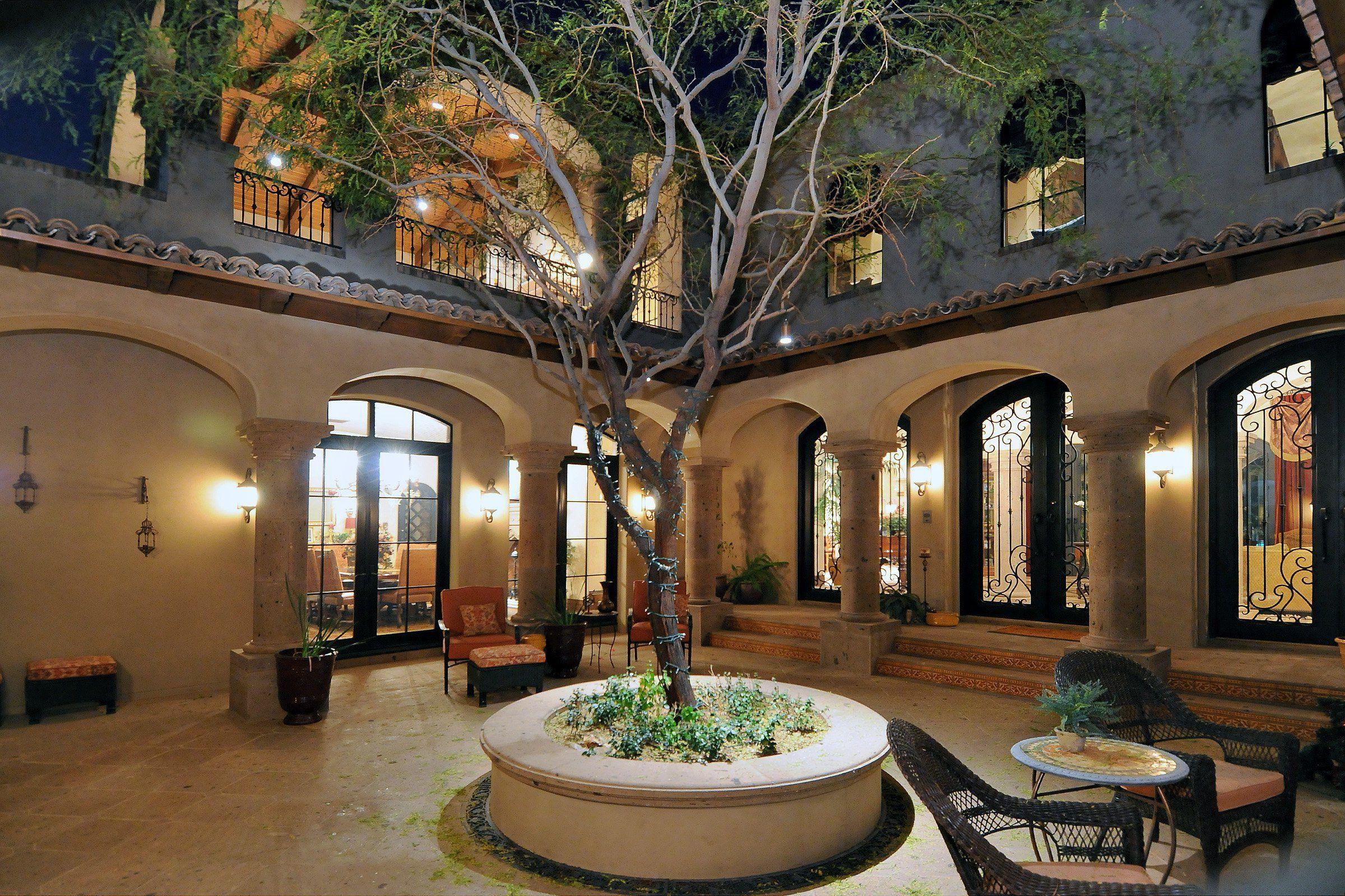 Innenhof Spanischer Häuser: Luxus Einrichtung