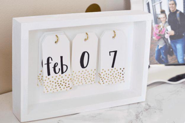 Kalender Selber Basteln aus weißem Holz