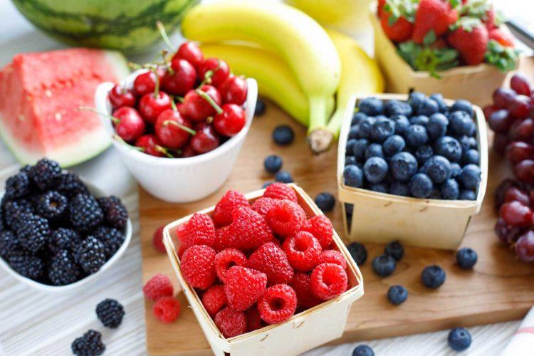 Obstspieße mit Beeren - Ideen zum Selbermachen